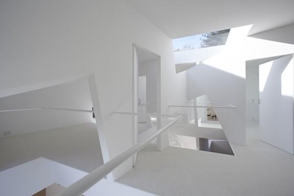 خانه ای به سبک مینیمال با برش های جالب
